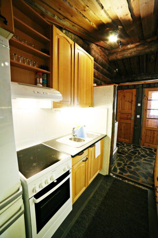 Kivikosken mökillä keittiö