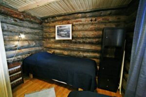 Kivikosken päärakennuksessa pieni makuuhuone