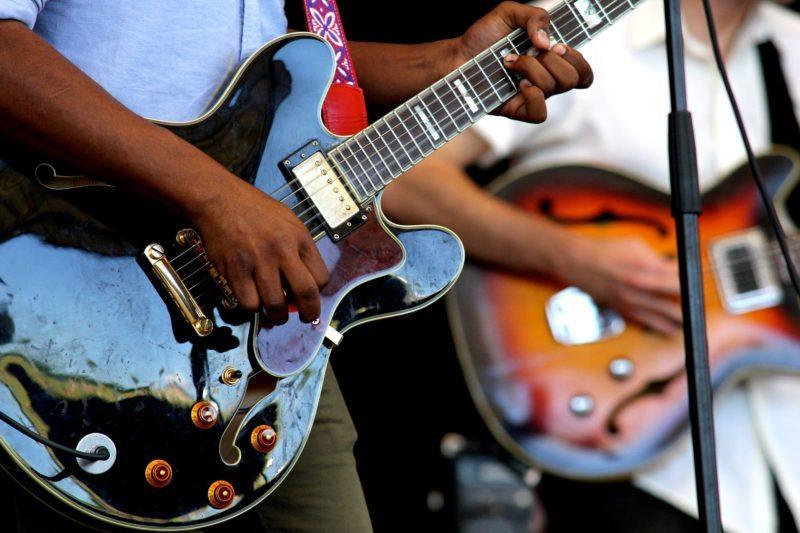 Bändikämppiä kitaristeille ja muille muusikoille