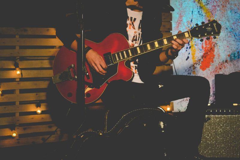 Bändikämppiä kitaristeille tarjolla