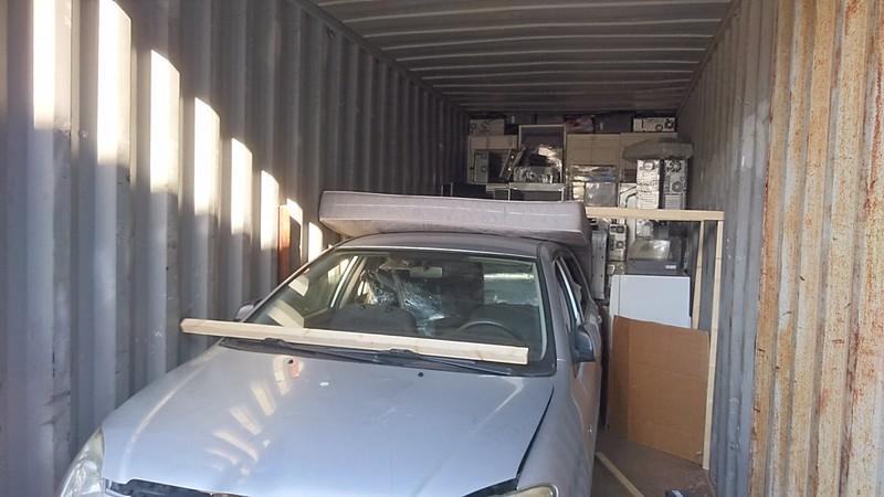 Lastaustilaa Vantaan Hakkilassa vientiin meneville konteille