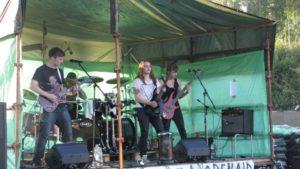 Hakkilan open air tilaisuudessa bändit pääsevät soittamaan ulkoilmatapahtumassa