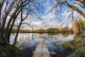 Näkymä joelle Kivikosken vuokramökiltä