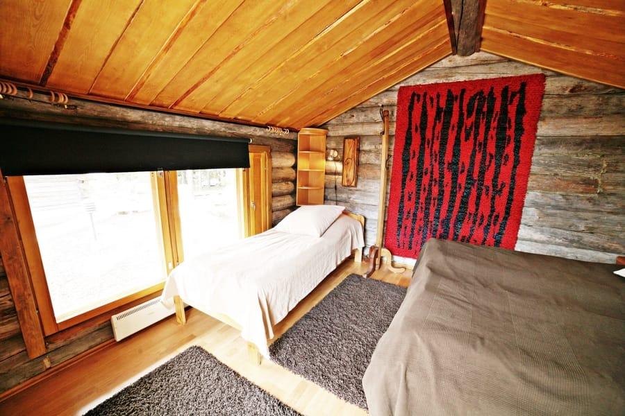 Kivikosken nukkuma-aitassa 3 sänkyä