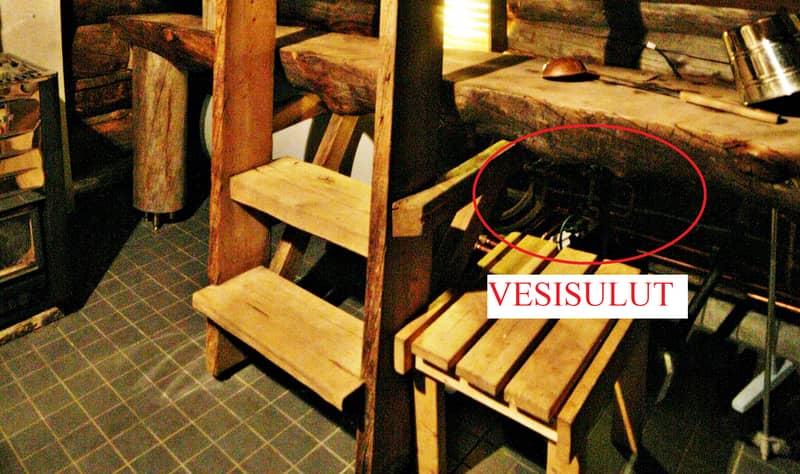 Kivikosken vedentulon voi katkaista saunan lauteiden alla sijaitsevasta sulusta